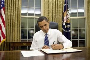 File:Barack Obama signs emergency declaration for Arkansas ...