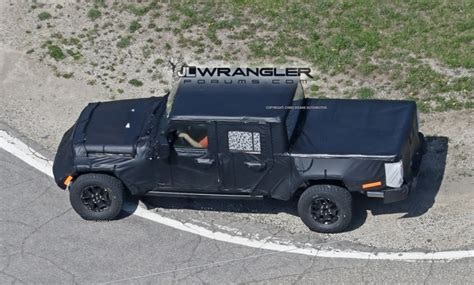 Jeeps With Truck Beds by Jeep Jt Spied With Production Intent Bed 2018