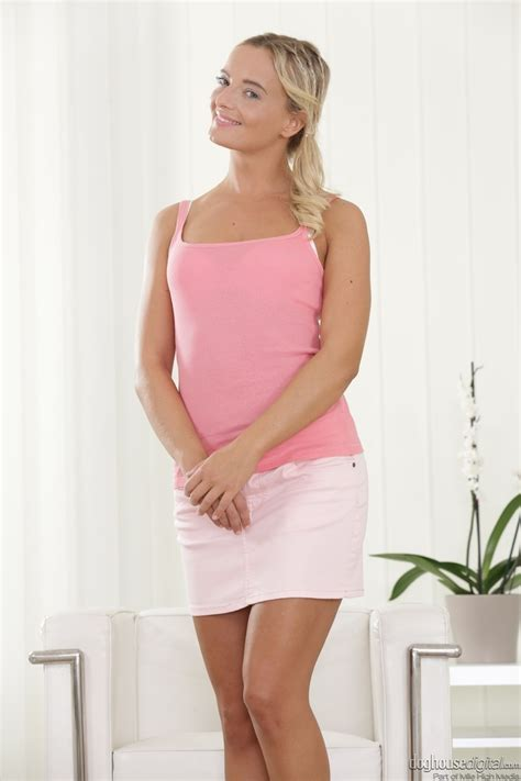 Blonde Czech Victoria Pure Takes Off Her Pink Top And