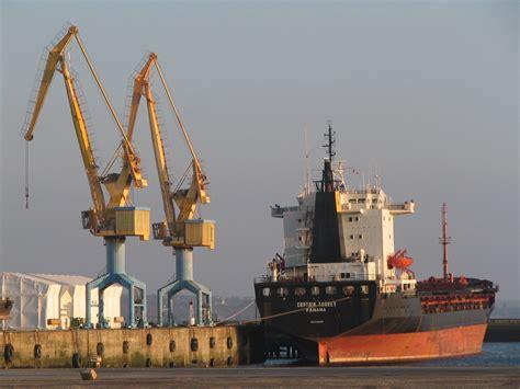 port de commerce file port de commerce grues brest jpg wikimedia commons