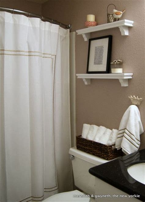 Shower Curtain Ideas For Small Bathrooms by Small But Lovely Beige Bathroom With White Shower Curtain