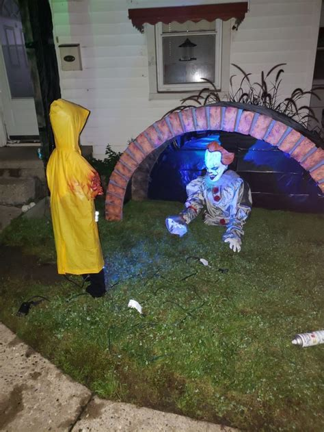pennywise  home  light halloween