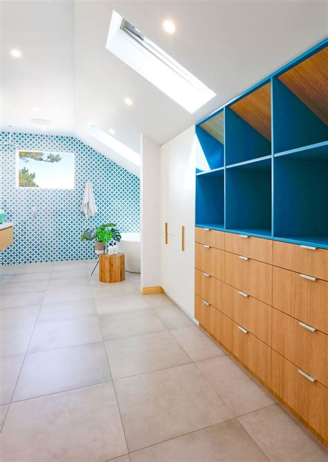 white  wood bathroom   bright blue accent wall