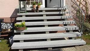 Treppenstufen Außen Granit : au entreppe aus naturstein light grey als trittstufen wagner treppenbau mainleus ~ Frokenaadalensverden.com Haus und Dekorationen
