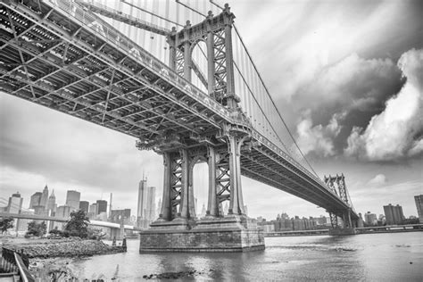 manhattan bridge  york city black  white mural