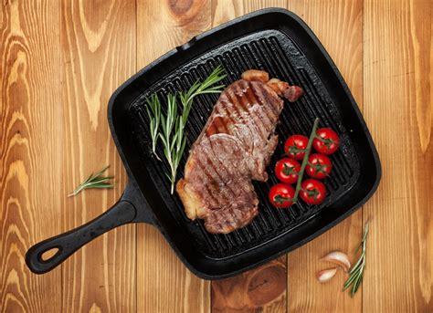 poele de cuisine en fonte la poêle cuisine et achat la viande fr