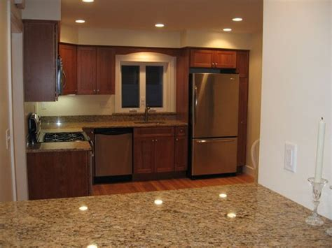 95 what color kitchen cabinets go with stainless steel