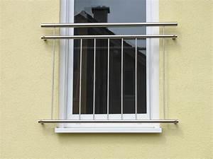 franzosischer balkon fenstergitter absturzsicherung With französischer balkon mit fc bayern sonnenschirm
