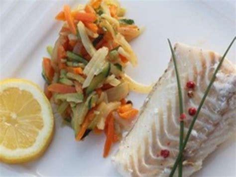 cuisiner du cabillaud au four recettes de dos de cabillaud et légumes