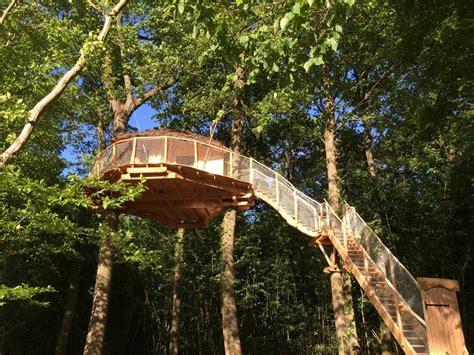 chambres dans les arbres chambres d 39 hôtes les cabanes au bois d 39 orient chambres d