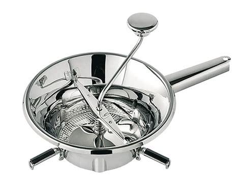 mallette de cuisine moulin à légumes en inox tellier ø 24 cm meilleurduchef com