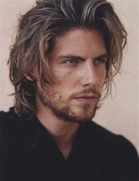 les hommes aux cheveux mi longs  charme irresistible
