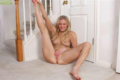 big tits milf with blonde hair tabitha green spreads her legs wide open