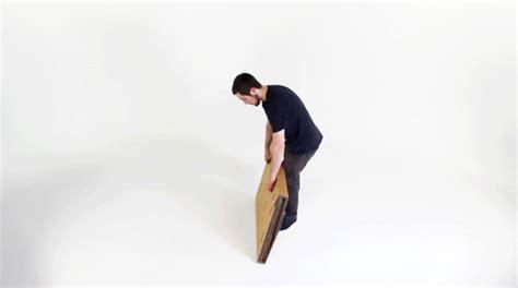 站着工作有益健康 refold 组合式纸板桌让你随时随地站立办公 technews 科技新报
