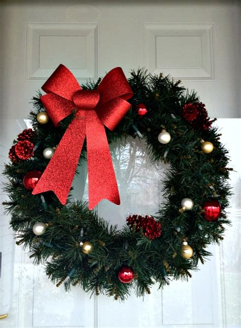 plain wreaths for decorating easy christmas decorating inspiration for moms