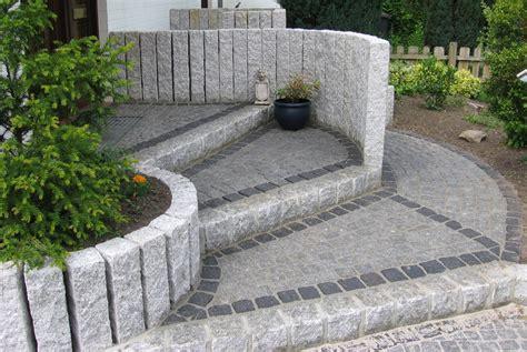 granit randsteine setzen bauzentrum beckmann naturstein palisaden stelen