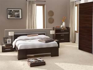 Meuble Chambre Adulte : photo peinture chambre adulte meuble oreiller matelas ~ Dode.kayakingforconservation.com Idées de Décoration