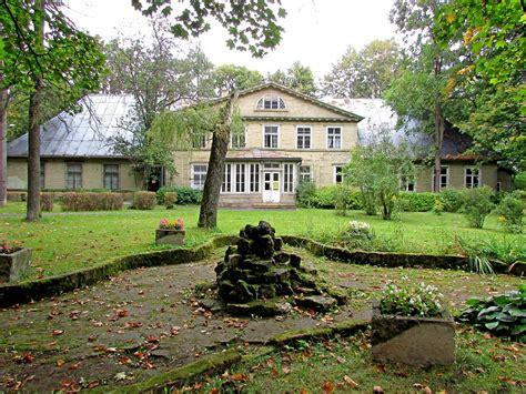 Latvijas neredzīgo bibliotēka Strazdumuižas dzīvojamajā ēkā