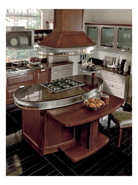 cuisine avec ilot central plaque de cuisson cuisine classique haut de gamme en noyer avec îlot central