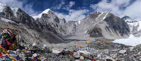Mount Everest climbers take litter picking to a whole new