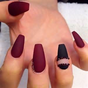 Black and red rose nail art design