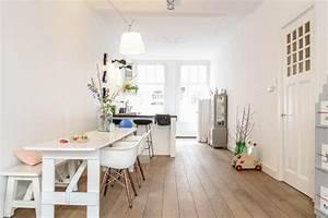 Maison deco scabdinave amsterdam table salle a manger deco for Deco cuisine avec chaise blanche