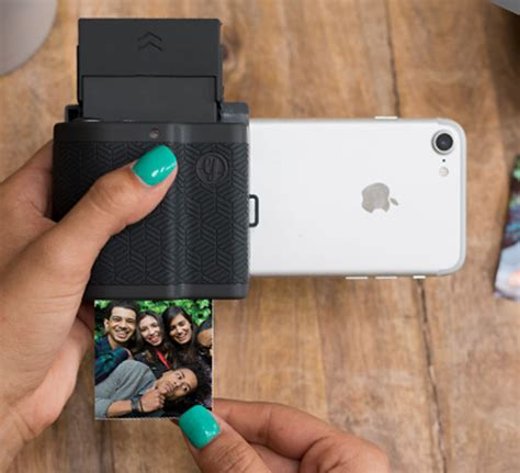 print photos from your phone prynt pocket makes your pictures live geniusgadget