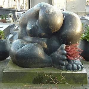 Parisienne curieuse art contemporain dans les cimetieres for Sculpture moderne pour jardin