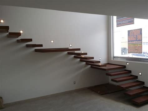 foto escalera  iluminacion led  escalones de madera