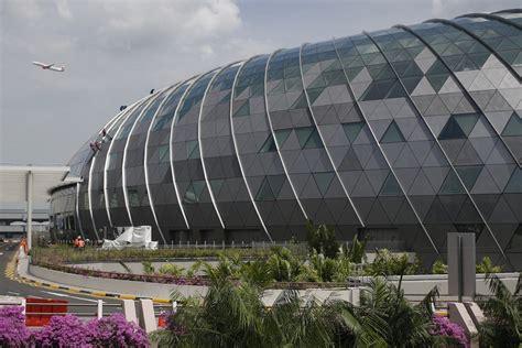 Singapūras lidostu atkārtoti atzīst par labāko pasaulē ...