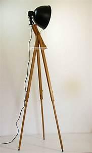 Stehleuchte Tripod : tripod stehlampe scheinwerfer stehleuchte dreibein holz ~ Pilothousefishingboats.com Haus und Dekorationen