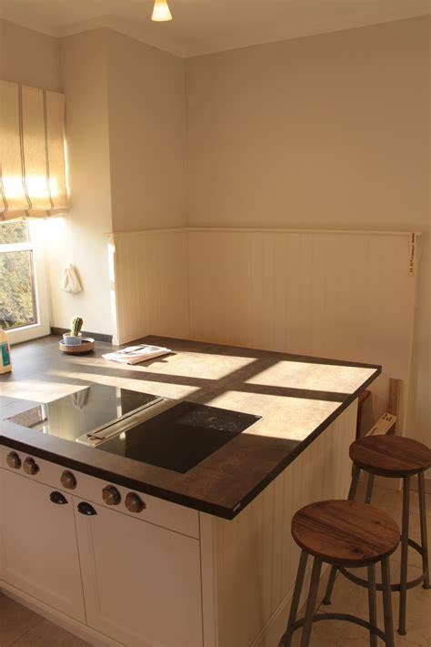 #küche Weiß Lackiert Mit #arbeitsplatte Aus #stein