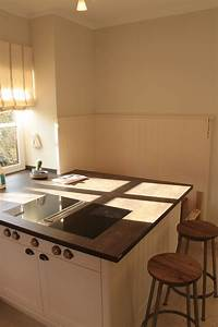 Stein Arbeitsplatte Küche : k che wei lackiert mit arbeitsplatte aus stein k chen und k chenabdeckungen k che ~ Orissabook.com Haus und Dekorationen