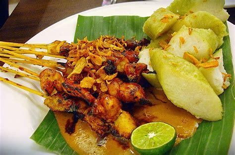 Beberapa di antaranya bahkan terkenal sampai mancanegara karena kelezatannya. Makanan Khas Indonesia Kuliner Enak | desain blog
