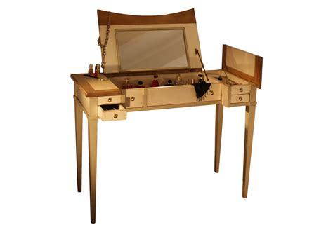 bureau coiffeuse latitude déco des meubles et objets qui racontent une