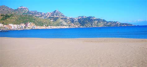 spiaggia di giardini naxos giardini naxos taormina hotel palladio