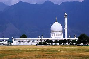 Tour the major Islamic pilgrimage sites in India