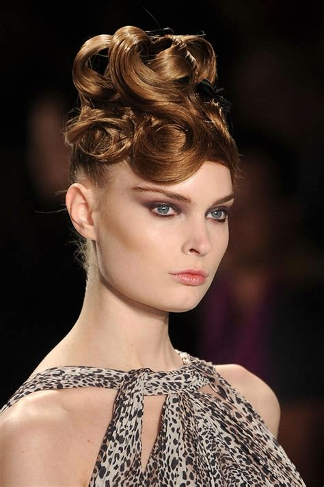 curly hairstyle trends  fallwinter