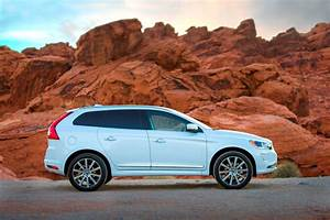 Volvo Xc 60 : the 2015 volvo xc60 r design laughs in the face of a vermont snowstorm ~ Medecine-chirurgie-esthetiques.com Avis de Voitures