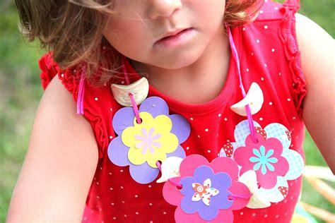 spiele kindergeburtstag 10 kindergeburtstag spiele und basteln f 252 r die hawaii land und de