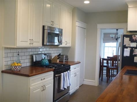 behr ocean pearl great paint color.... Love the counters