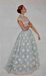1954 balmain evoquant l39inde et ses fastes millenaires With robe d organdi