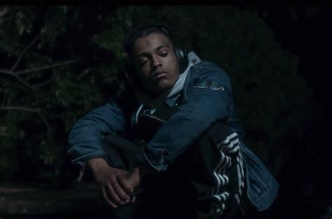 Watch XXXTentacion Calmly Collect His Thoughts in ...