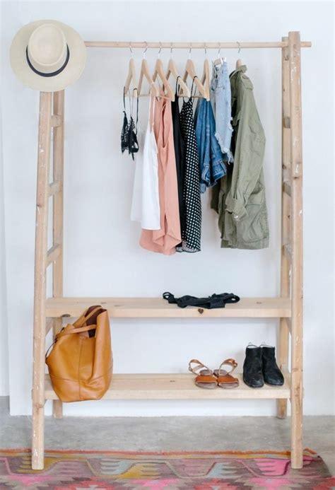 porte habits chambre portant vêtements osez à exposer vos jolis habits