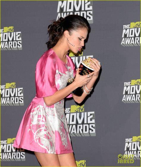 knapp alexis awards mtv movie anna camp press room carpet pitch zimbio ester dean