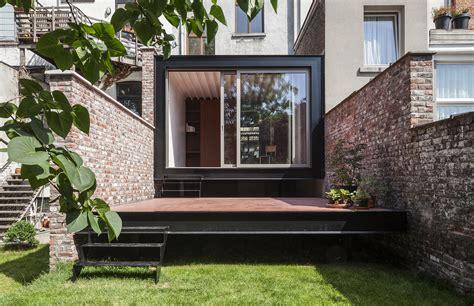 b ild slots a garden pavilion into a 19th century home