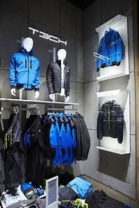Visual Merchandising Einzelhandel : visual merchandising retail store display men 39 s clothing accessories shop interiors ~ Markanthonyermac.com Haus und Dekorationen