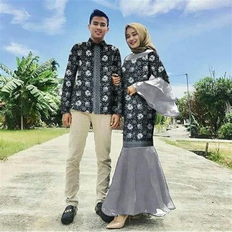 Bila anda ingin mengenakan simple tunik dengan hijab sebaiknya pilih hijab yang berwarna senada dengan warna. Baju Couple Gamis Mermaid Duyung & Kemeja Batik   RYN Fashion