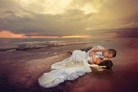 Latviešu fotogrāfs uzņem brīnumainus kāzu foto uz robežas ar fantāziju - Izklaides blogs Fenikss Fun
