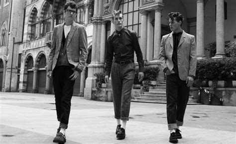 How to Dress Like You've Stepped out of the 1950's   The